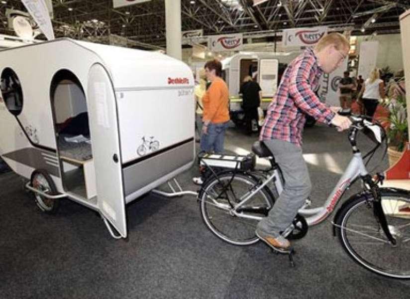 op fietsvakantie neem deze fietscaravan mee fietsen123. Black Bedroom Furniture Sets. Home Design Ideas